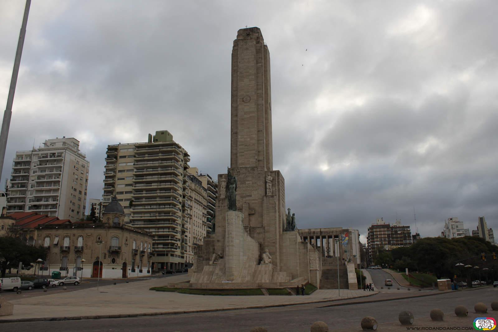 Monumento a la Bandera, de día