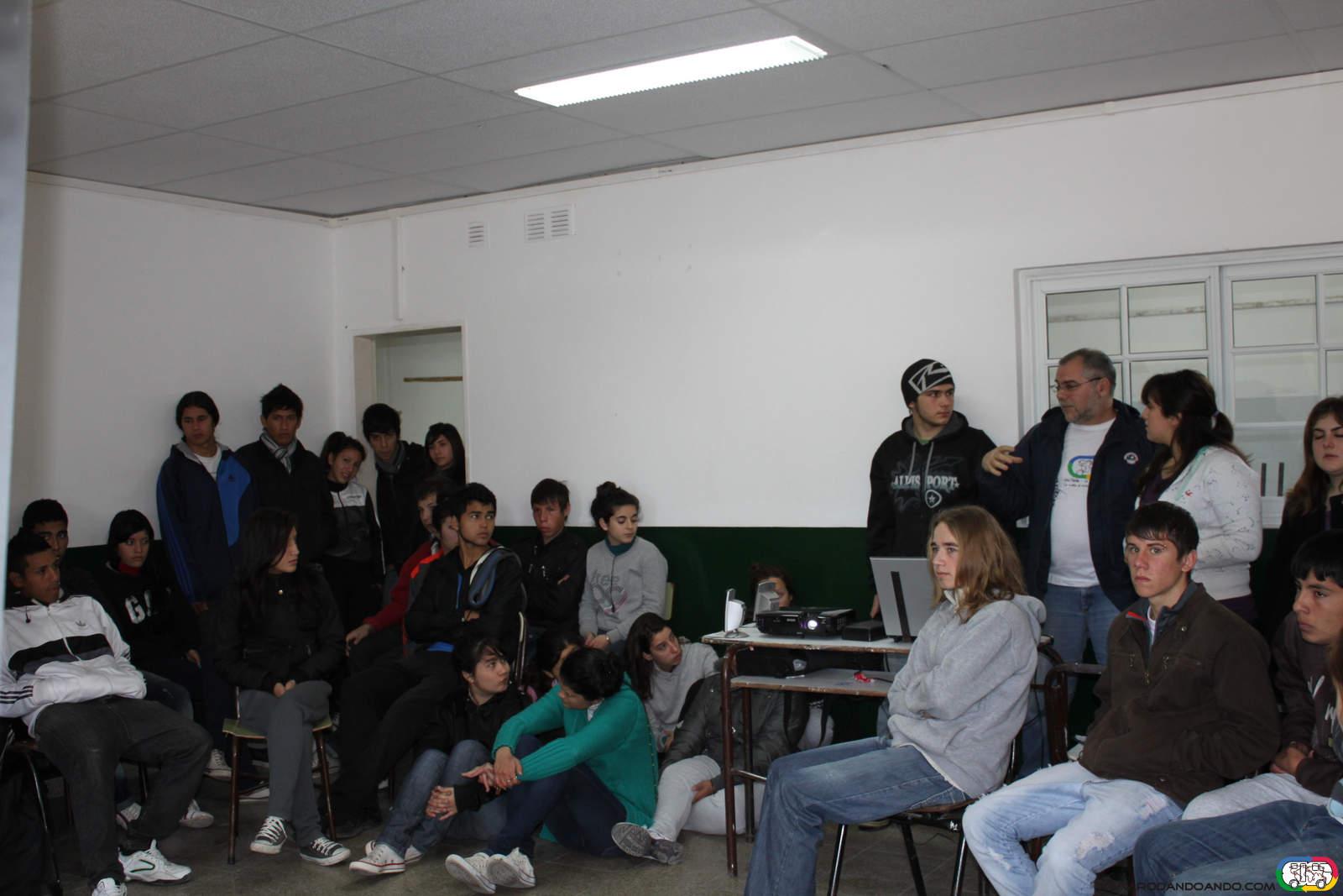 Conferencia en la Escuela Media N° 3